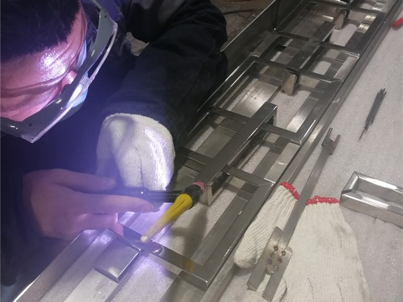 Welding of manufacturing process flow of stainless steel screen